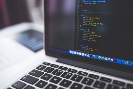 Outsorcing IT vs. informatyk na etacie